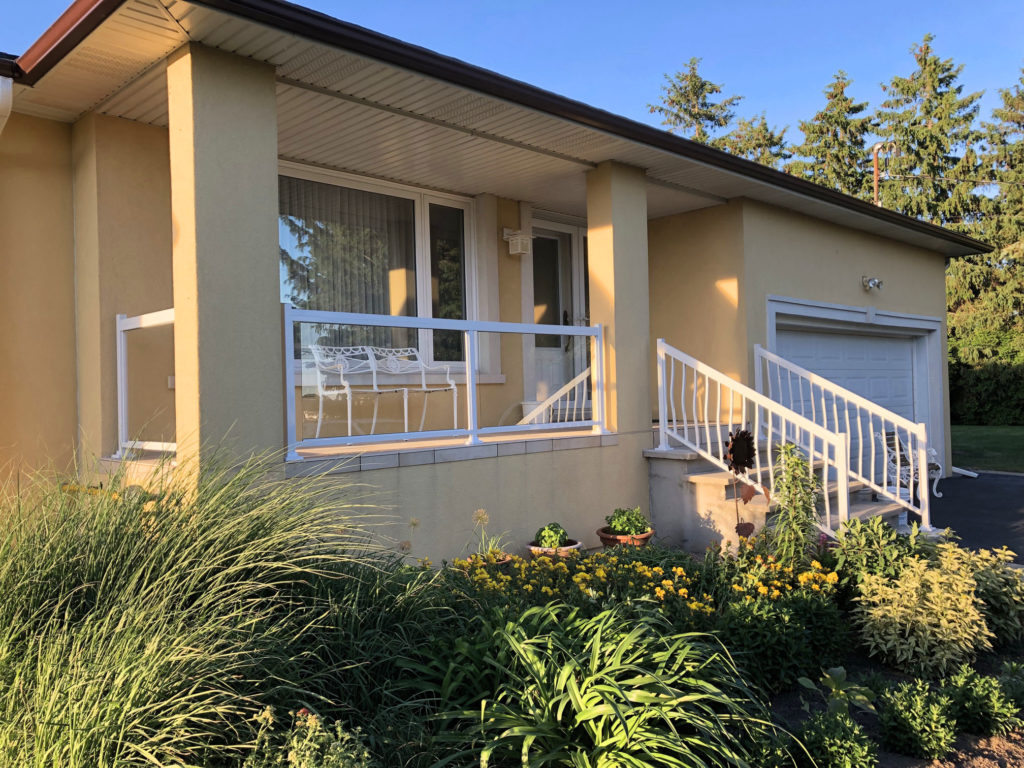 Renaissance Rail aluminum glass and spindle railings, white, on a tile front entrance in Niagara, ON